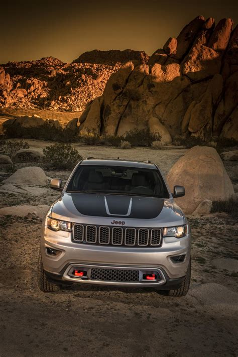 Jeep Grand Cherokee Hellcat/Trailhawk Reportedly Green-Lit